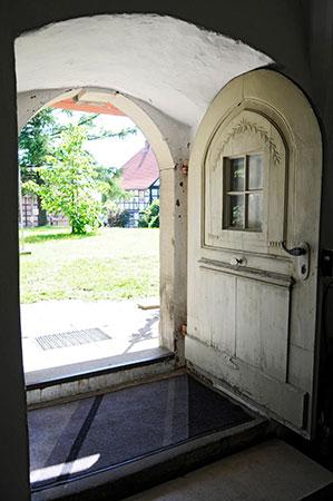 Eingang der Kirche in Gödringen
